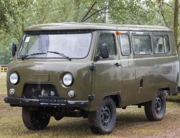 Китайские автодилеры начали продажу нового российского внедорожника УАЗ «Буханка»