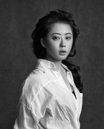Современный китайский художник Ван Мэнсюэ