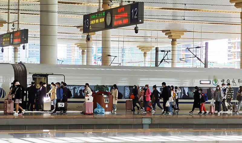 В Китае в период каникул по случаю праздника Цинмин зафиксировано более 144 млн поездок